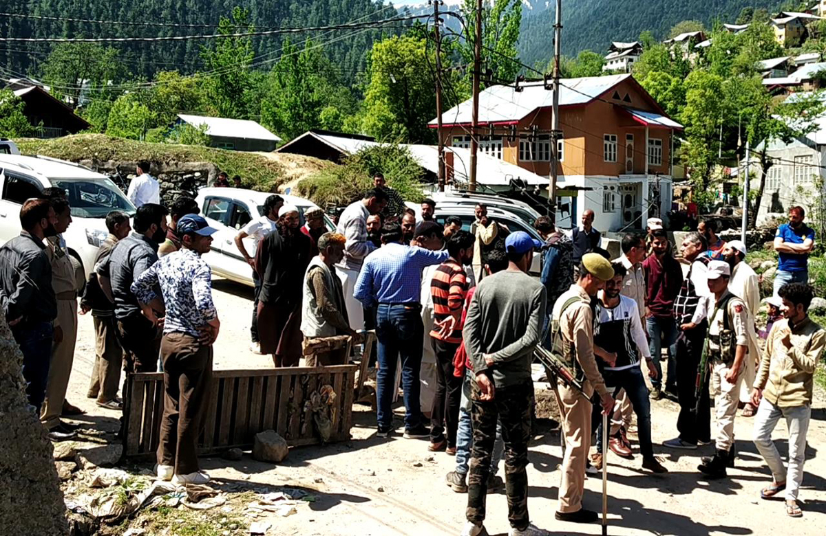 Farmers block Bhaderwah-Sartingal road demanding repair of damaged canal on Monday.
