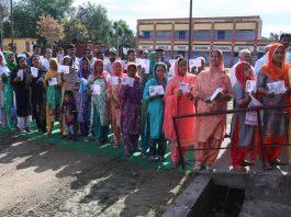 An unending queue of voters at Ghagwal near Hiranagar on Thursday. —Excelsior/Rakesh