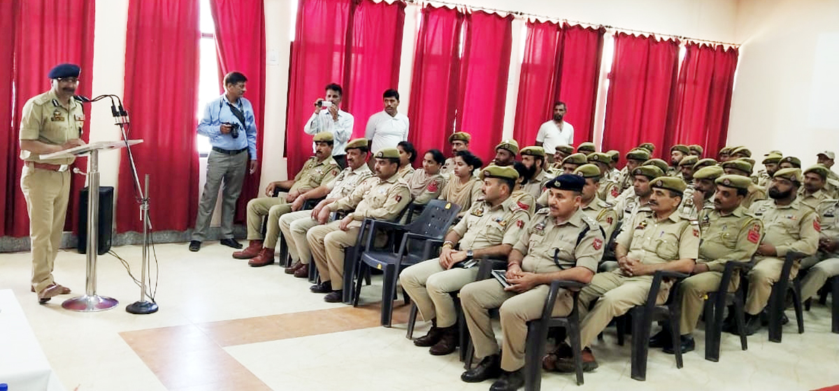 DGP Dilbag Singh addressing jawans and officers at DPL Udhampur.