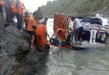Teams retrieving dead body of a driver from submerged truck in Ramban. —Excelsior/Parvaiz