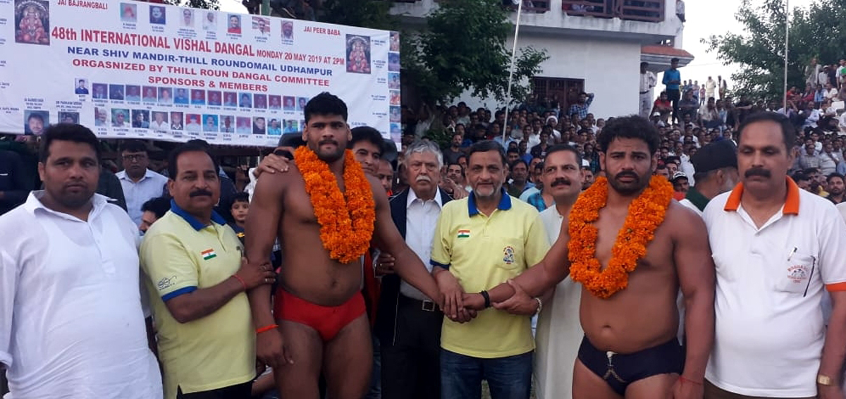 Winners of Roun-Domail title being honoured by dignitaries on Tuesday.