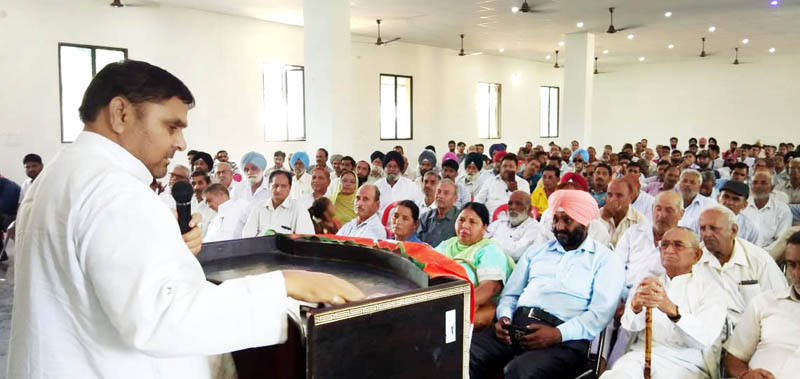Ex-MP Madan Lal Sharma addressing Cong workers' meeting at Maira Mandrian in Akhnoor on Sunday.