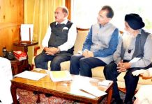 Governor Satya Pal Malik meeting with delegation of Kashmir Hotel Association on Monday.