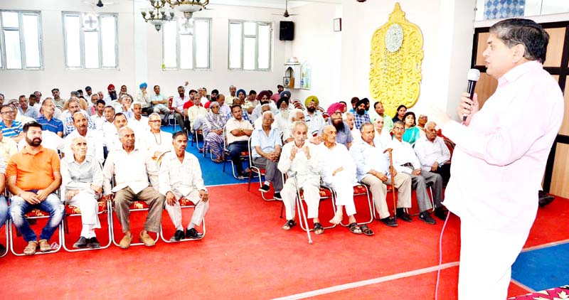 SOS International Chairman, Rajiv Chuni addressing PoK DPs in Jammu on Sunday. -Excelsior/Rakesh