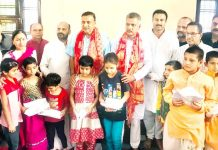 Former Minister Sham Lal Sharma and President Bar Association Jammu Abhinav Sharma posing with students at Ved Mandir, Jammu.