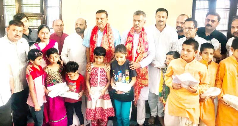 Former Minister Sham Lal Sharma and President Bar Association Jammu Abhinav Sharma posing with students at Ved Mandir, Jammu.
