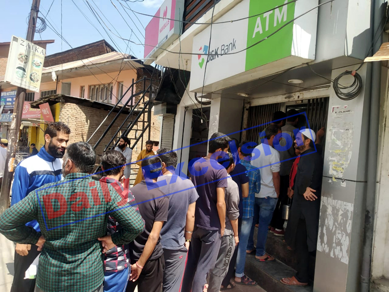 People queue up outside an ATM during relaxation in curfew on Monday. -Excelsior/Tilak Raj