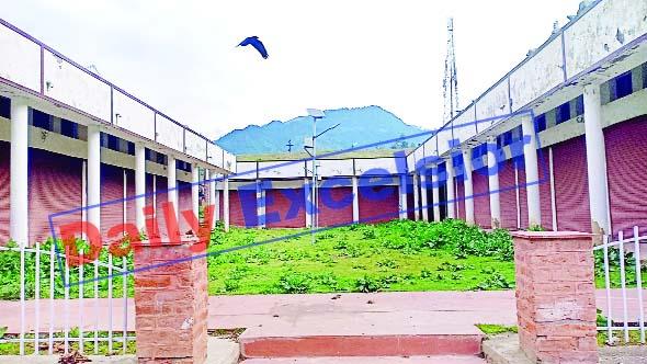 Pahalgam shopping complex. —Excelsior/Sajad Dar