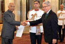 Carlos Rafael Polo Castaneda, Ambassador designate of Peru presenting his credentials to the President Ram Nath Kovind at Rashtrapati Bhavan in New Delhi on Tuesday. (UNI)