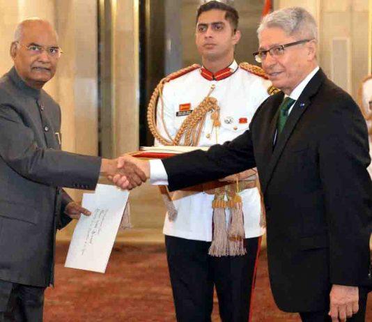 Carlos Rafael Polo Castaneda, Ambassador designate of Peru presenting his credentials to the President Ram Nath Kovind at Rashtrapati Bhavan in New Delhi on Tuesday. (UNI)