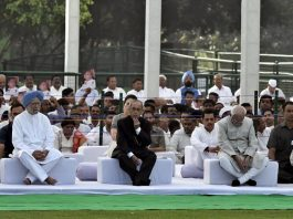 Former President Pranab Mukherjee, former Vice President M Hamid Ansari, Former Prime Minister Manmohan Singh, UPA Chairperson Sonia Gandhi, Congress President Rahul Gandhi and others attending a prayer meeting after paying homage to former Prime Minister Rajiv Gandhi on his Martyrdom anniversary at Vir Bhumi,in New Delhi on Tuesday. (UNI)