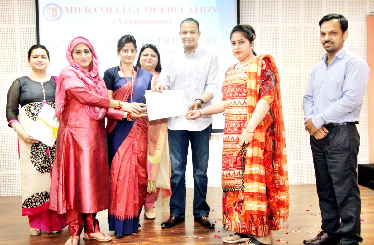 Dignitaries presenting certificate to a student during Annual Prize Distribution Function.