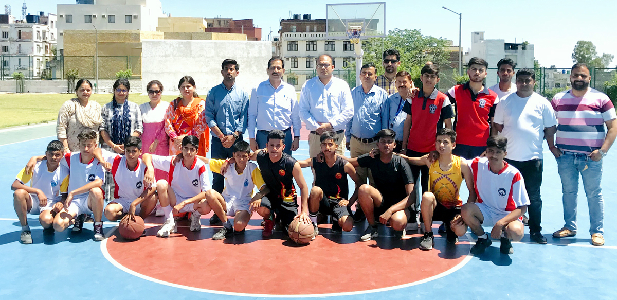 Players posing along with the chief guest and other dignitaries during inaugural ceremony of Inter School tournament at Katra.