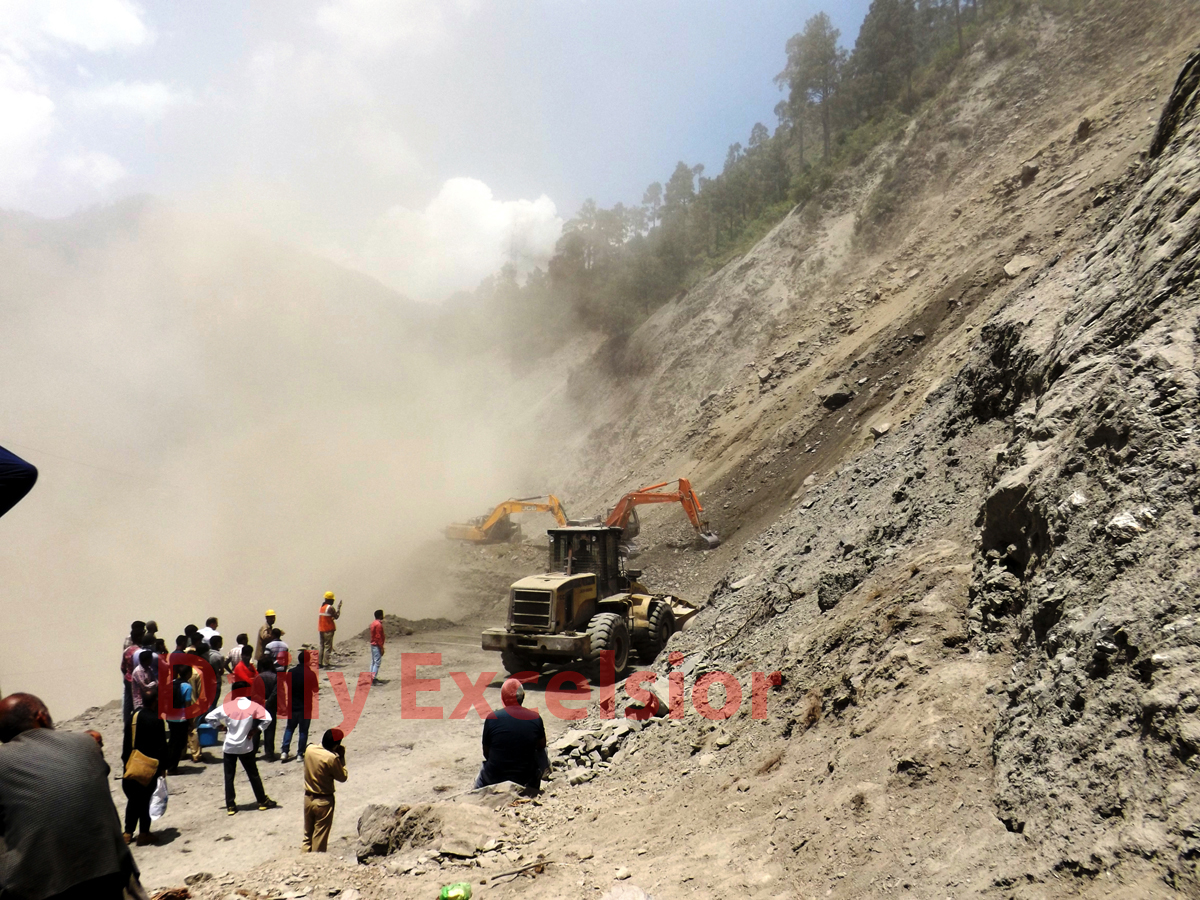 A machine engaged to clear blockade at National Highway in Ramban area on Tuesday. -Excelsior/Parvez Mir