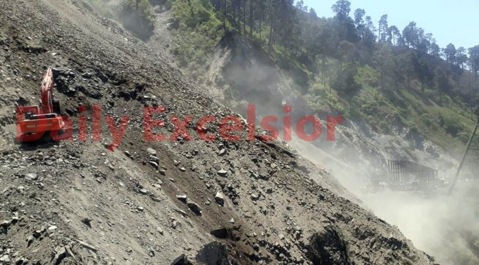 Boulders continue to fall on highway even though machines carry on road clearance work near Ramban on Thursday. —Excelsior/Parvaiz Mir