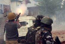 Troops during encounter with militants at Dalipora, Pulwama on Thursday. —Excelsior/Younis Khaliq