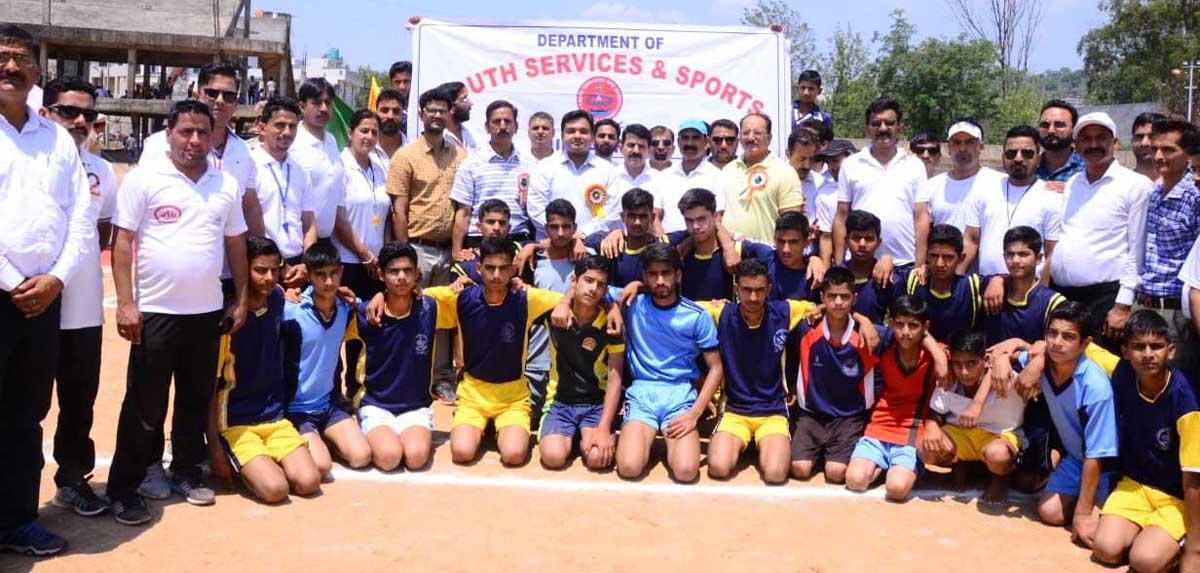 Teams posing alongwith chief guest, DDC Udhampur, Dr Piyush Singla at Sports Stadium, Udhampur on Monday.