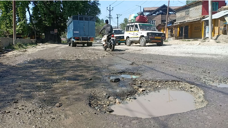 Dilapidated condition of Khanabal-Pahalgam road. —Excelsior/Sajad Dar