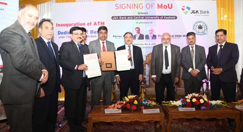 JK Bank Chairman, VC Central University of Kashmir and others during signing of MoU on Wednesday.