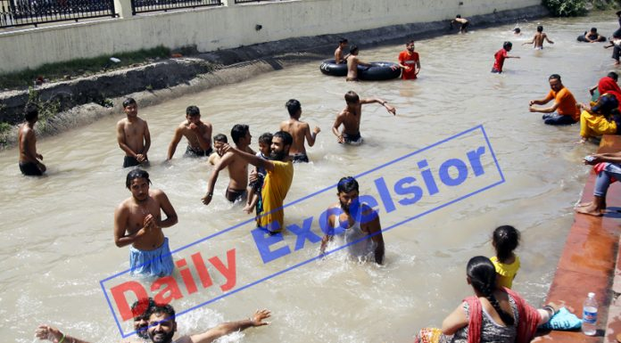 Youth beat the heat in Ranbir canal of Jammu on Friday. -Excelsior/Rakesh