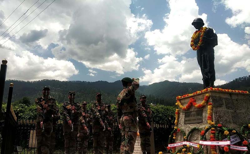 Army officer paying tributes to martyr Naib Subedar Chunni Lal on his death anniversary at Bhaderwah. -Excelsior/Tilak Raj