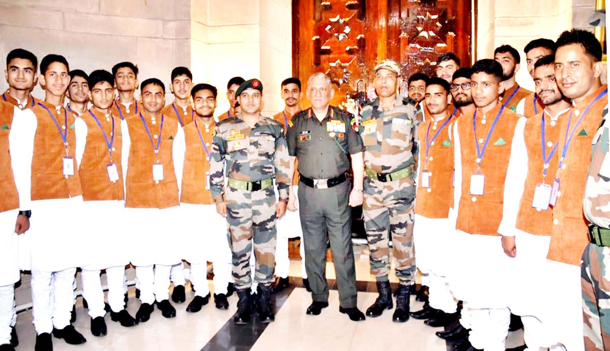 Chief of Army Staff, General Bipin Rawat with the students from Jammu & Kashmir in New Delhi.