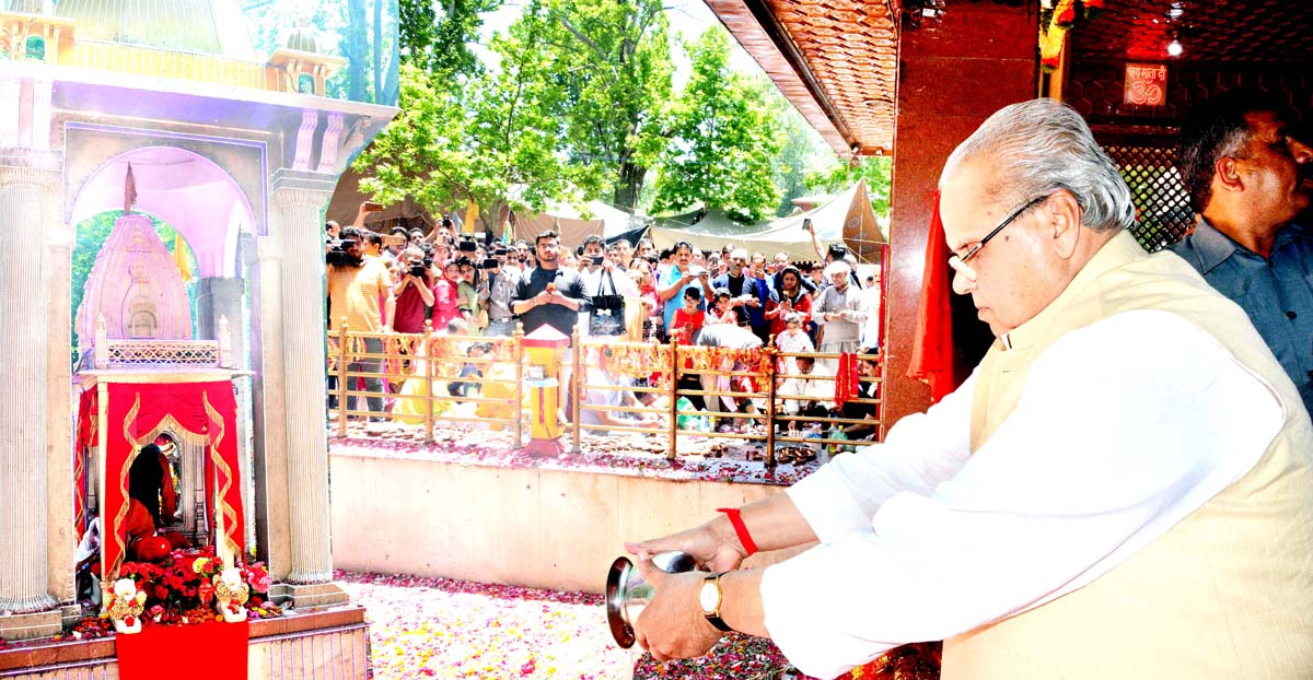 Governor Satya Pal Malik paying obeisance at Mata Kheer Bhawani temple in Ganderbal on Monday.