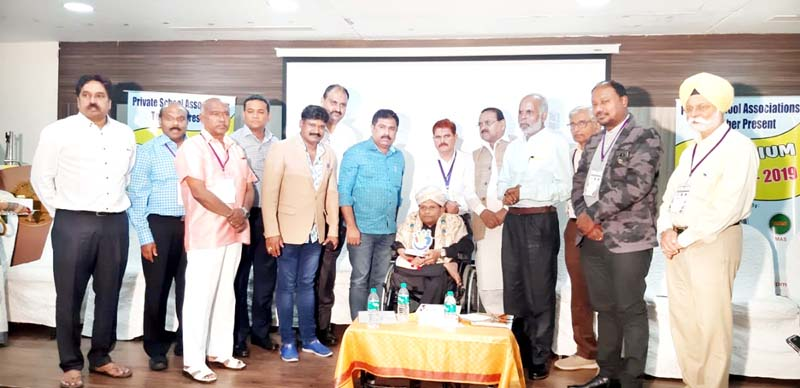 Participating representatives of private schools posing for a photograph with M K Sridhar, Member Drafting Committee NEP during a workshop at Bangalore.