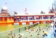 Pilgrims taking a holy dip in Sarovar at Baba Sidh Goria Shrine Swankha on Sunday. — Excelsior/Gautam