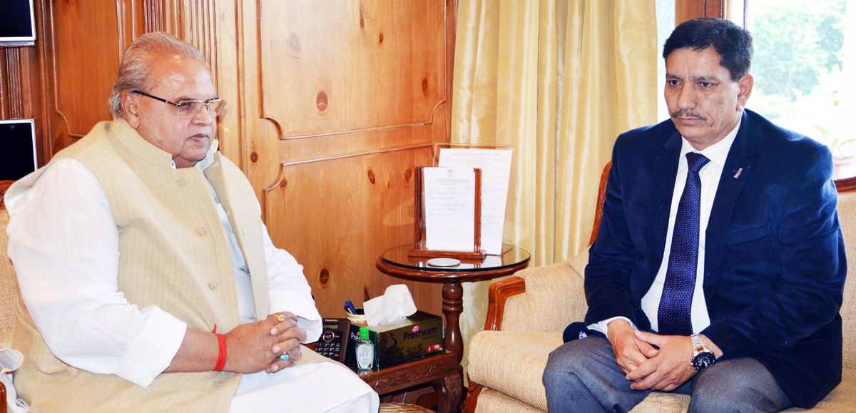 Governor Satya Pal Malik interacting with Chairman J&K Bank R K Chibber at Raj Bhavan Srinagar.