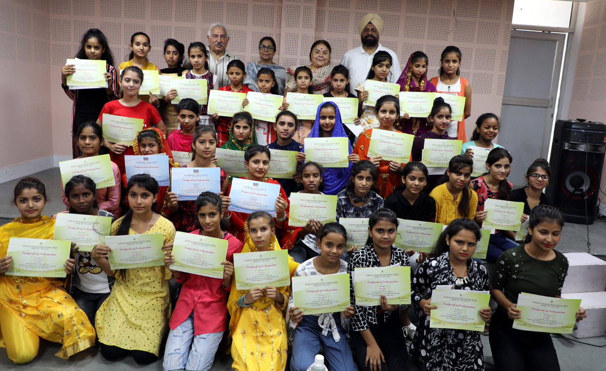 Participants of academic camp of HBET posing with their certificates.