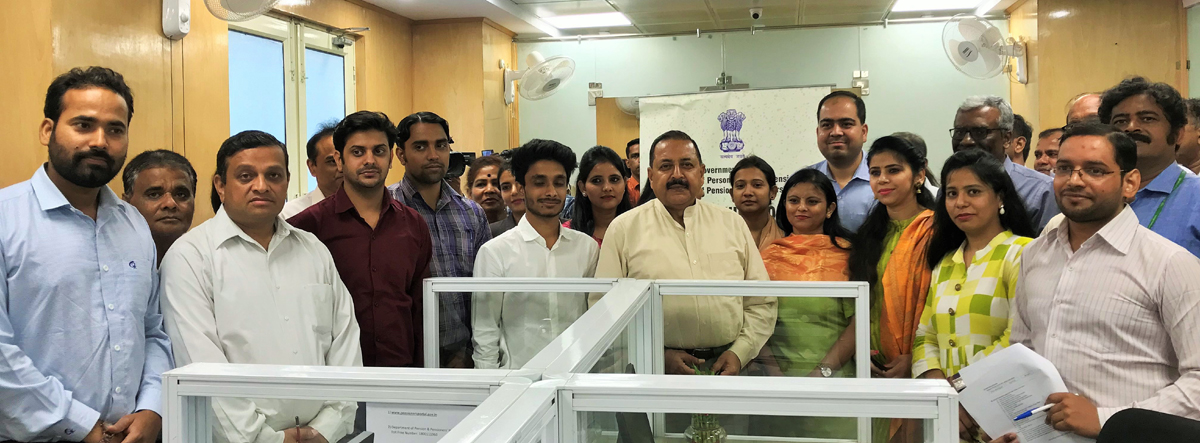 Union Minister Dr Jitendra Singh going around the first - ever Call Centre for Pensioners, after launching it at New Delhi on Thursday.
