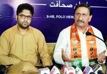 BJP spokesperson Ashwani Chrungoo addressing press conference at Srinagar on Monday.