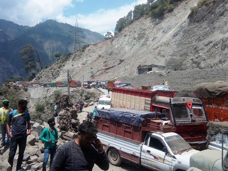 A view of chaos near Battery Chashma in Ramban district on Jammu-Srinagar National Highway. —Excelsior/Parvaiz