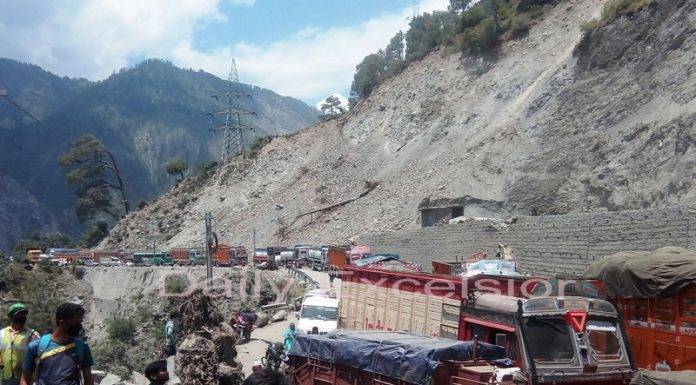 A view of chaos near Battery Chasma in Ramban district on Jammu-Srinagar National Highway. —Excelsior/Parvaiz