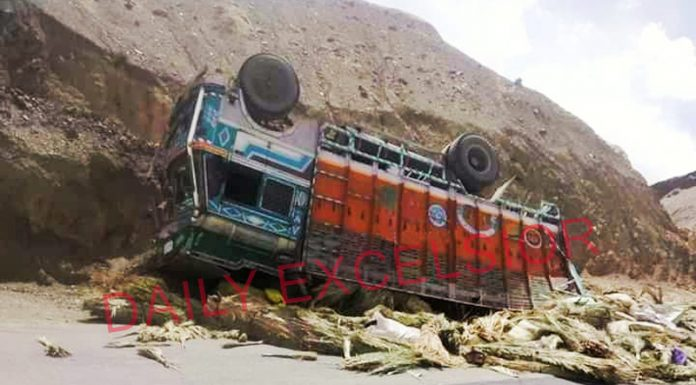 Truck which met with an accident at Moon Land in Lama Yuru area of Leh on Saturday. —Excelsior/Morup Stanzin