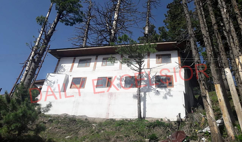 Illegal constructions on at various spots in tourist resort of Gulmarg despite High Court ban. —Excelsior/Aabid Nabi