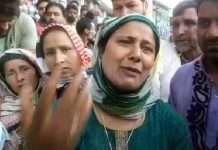 A woman wails over the negligent death of her relative in Anantnag on Wednesday. —Excelsior/Sajad Dar