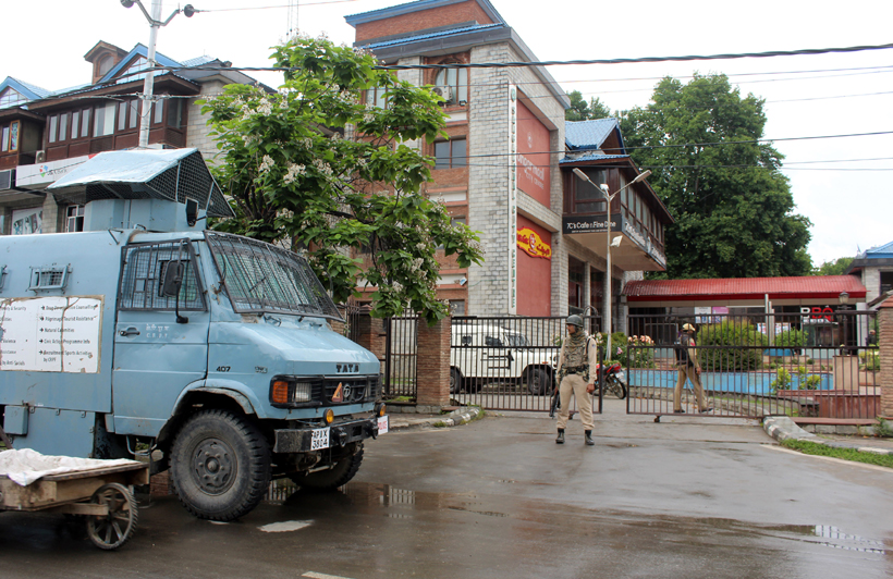 Security personnel maintain alert during IT raids in the private office of Dy Mayor Sheikh Imran in Srinagar on Tuesday -Excelsior/Shakeel