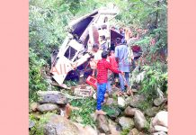 Villagers rescue injured as Tempo rolls down into gorge in Budhal area of Rajouri on Sunday. -Excelsior/Gafoor Bhat