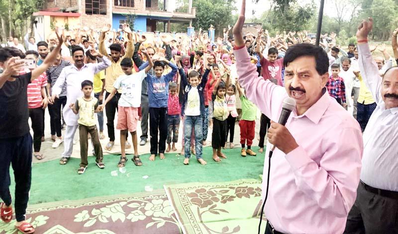 Former MLA Pawan Gupta addressing people of Malhar in Udhampur.