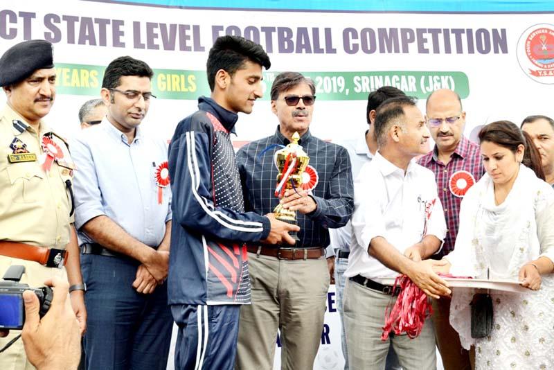 Advisor K Vijay Kumar felicitating winners during concluding ceremony of 'Let's Play' Football Tournament in Srinagar.