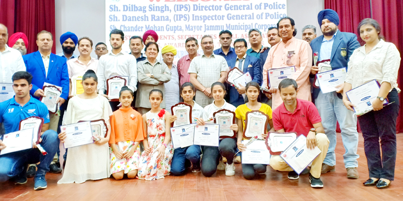 Recipients of Rangil Singh Awards posing alongwith chief guest DGP, Dilbag Singh and other dignitaries at Jammu on Tuesday.
