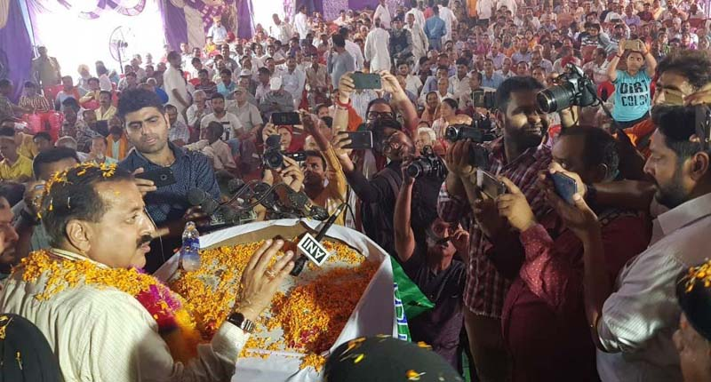 Dr Jitendra Singh receiving a rousing welcome on his first visit to Kathua after assuming charge as Union Minister for the second consecutive term, on Saturday.