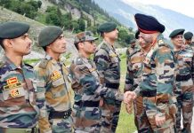 General Officer Commanding-in-Chief Northern Command Lt Gen Ranbir Singh meeting soldiers at Amarnath pilgrimage route on Wednesday. (UNI)