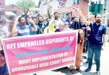 Rehbar-e-Taleem aspirants staging protest in Srinagar on Tuesday. -Excelsior/Shakeel