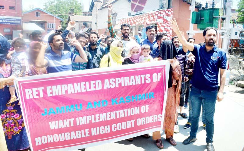Rehbar-e-Taleem aspirants staging protest in Srinagar on Tuesday. -Excelsior/Shakeel