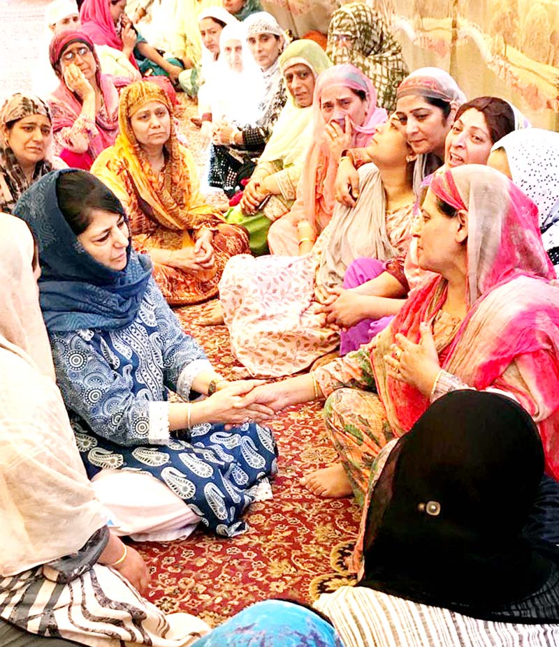 Former Chief Minister and PDP president Mehbooba Mufti sharing pain of family members of Insp Arshad Khan.