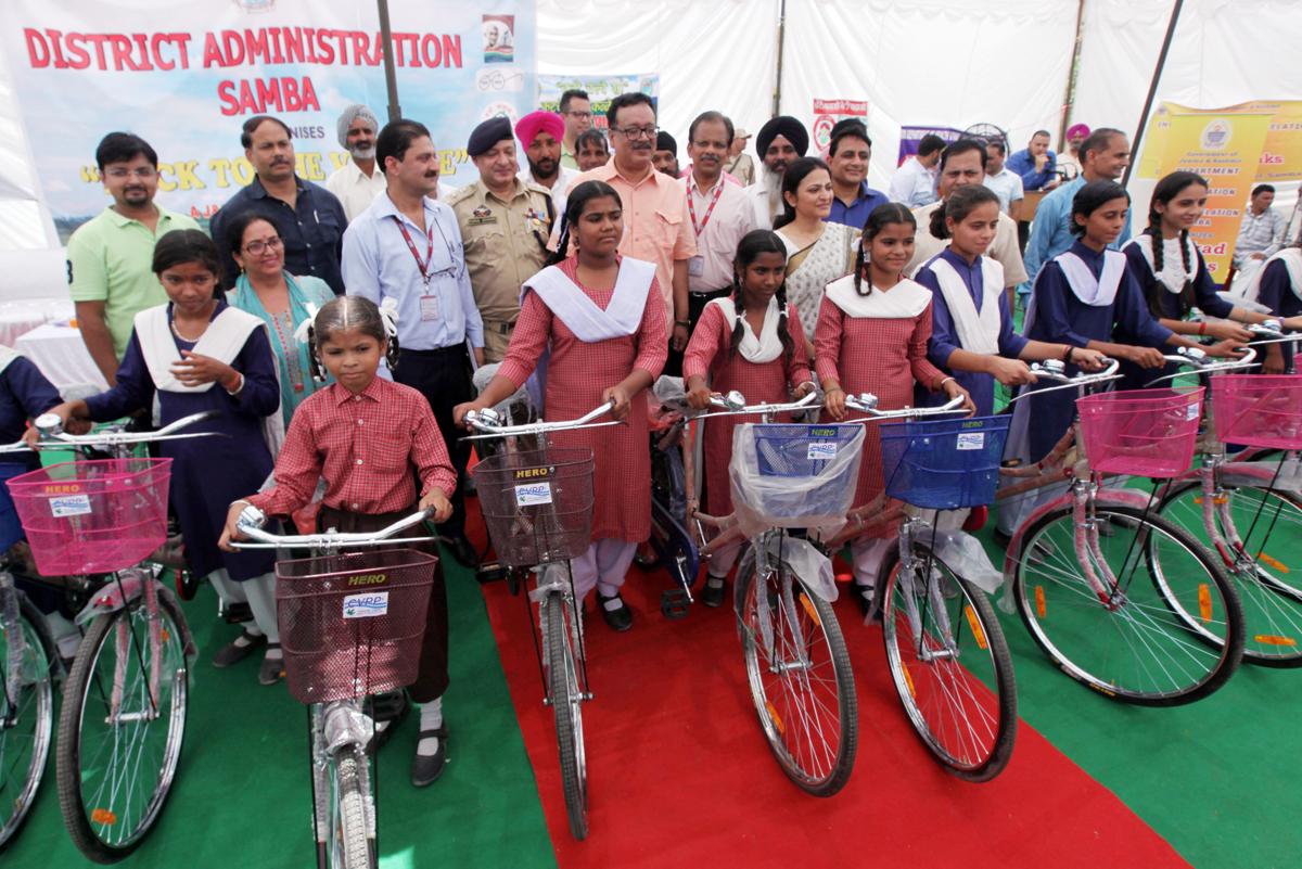 Principal Secretary Industries Navin Choudhary giving bicycles to BPL girls at Samba.