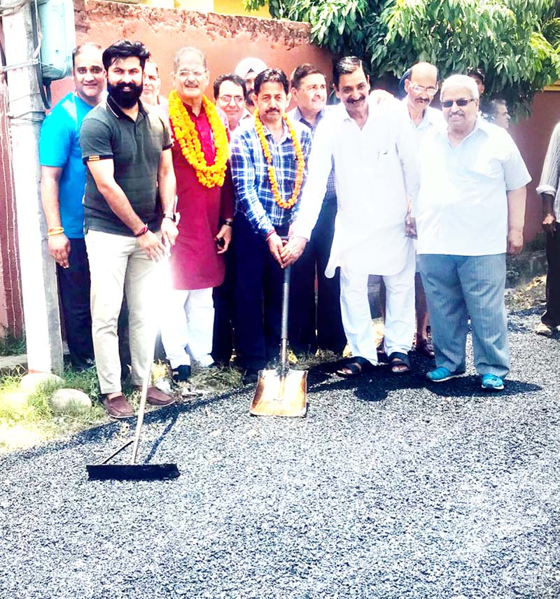 Former Deputy CM, Kavinder Gupta kickstarting blacktopping of road in Ward 68 in Gandhi Nagar constituency on Sunday.